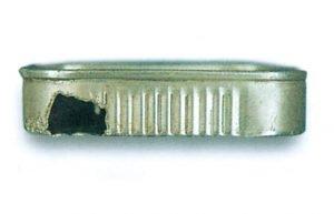 Råtta som gnagt på en burk sardiner